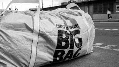 Grosser Sack (Big Bag) gefüllt mit Bauschutt